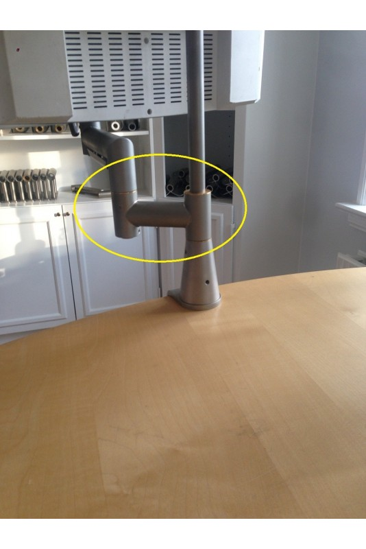 Klembeslag, Ø20 x 20 mm til montering af IT-udstyr
